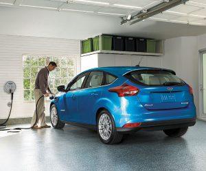 Ford Focus Electric laat zich opladen in de tijd nodig voor een kop koffie met gebak .