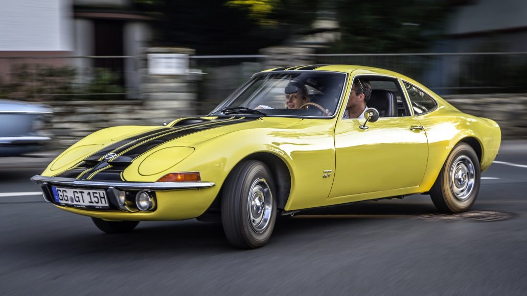Muscular appearance: The voluminous front, the flat bonnet and the elegant lines give the Opel GT its iconic appearance.